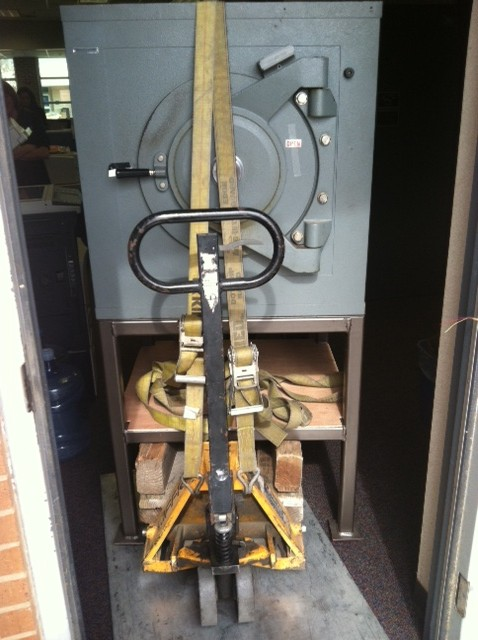 Moving a Diebold lug door safe on a pedestal - Tarrant