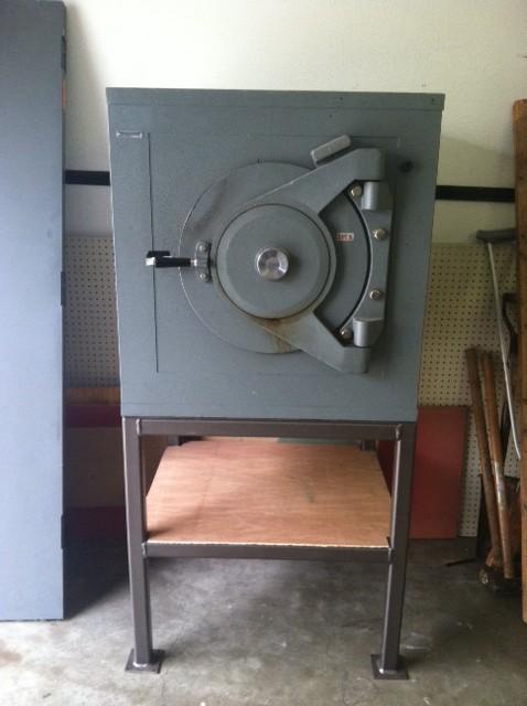 Moving a Diebold lug door safe on a pedestal - Tarrant County Lock