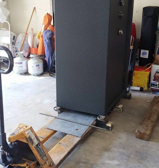 safe move 1 24 528x560 - Our Method Of Removing A Fort Knox Gun Safe From A Pallet