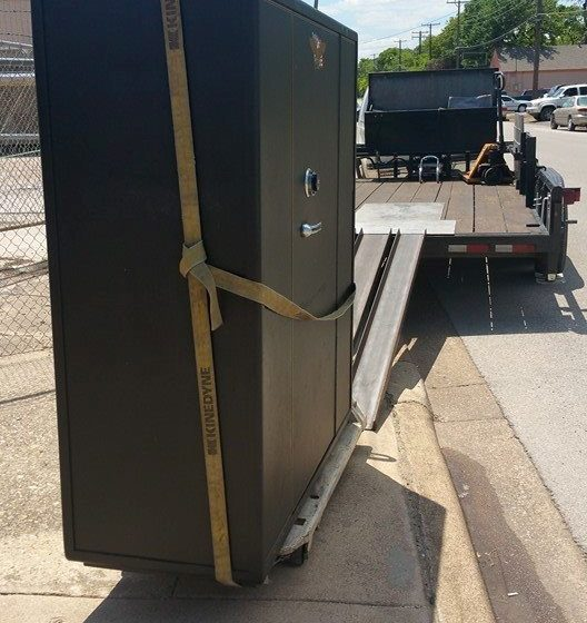 safe move 1 30 528x560 - Here We Are Moving a Large Cannon Gun Safe